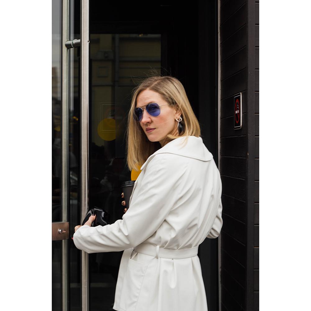 белое кожаное пальто