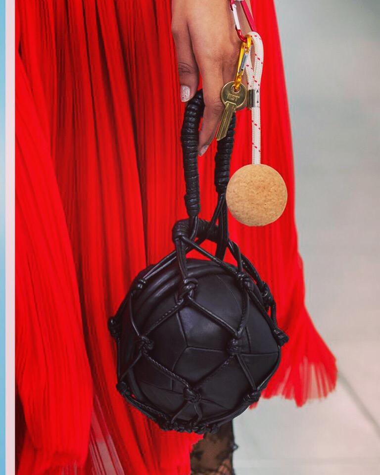 сумка в виде мяча